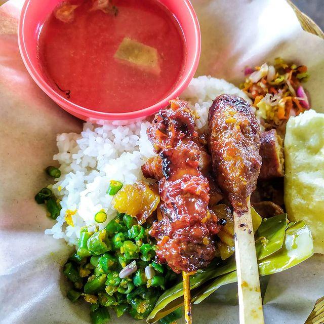 Nasi Campur dan Sate Lilit Bu Kadek Khas Bali (credit @BuKadekKhasBali on IG)
