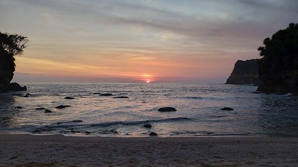 Sunset di Pantai Ngetun