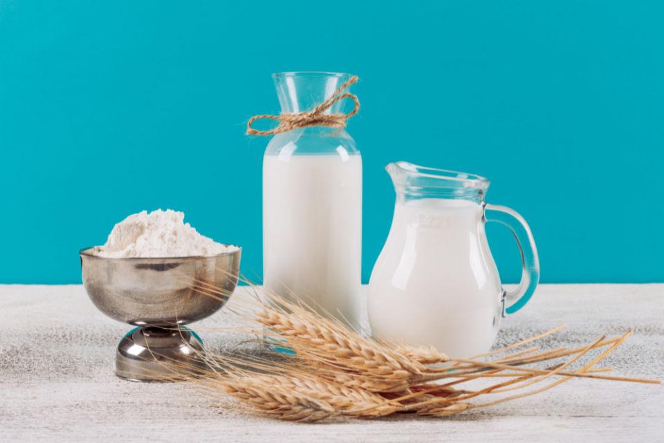 Cara memutihkan kulit dengan tepung beras dan susu bubuk