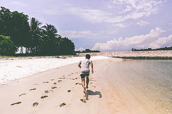 Berlari di Pantai